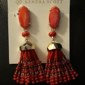 NWT Kendra Scott Dove earrings New